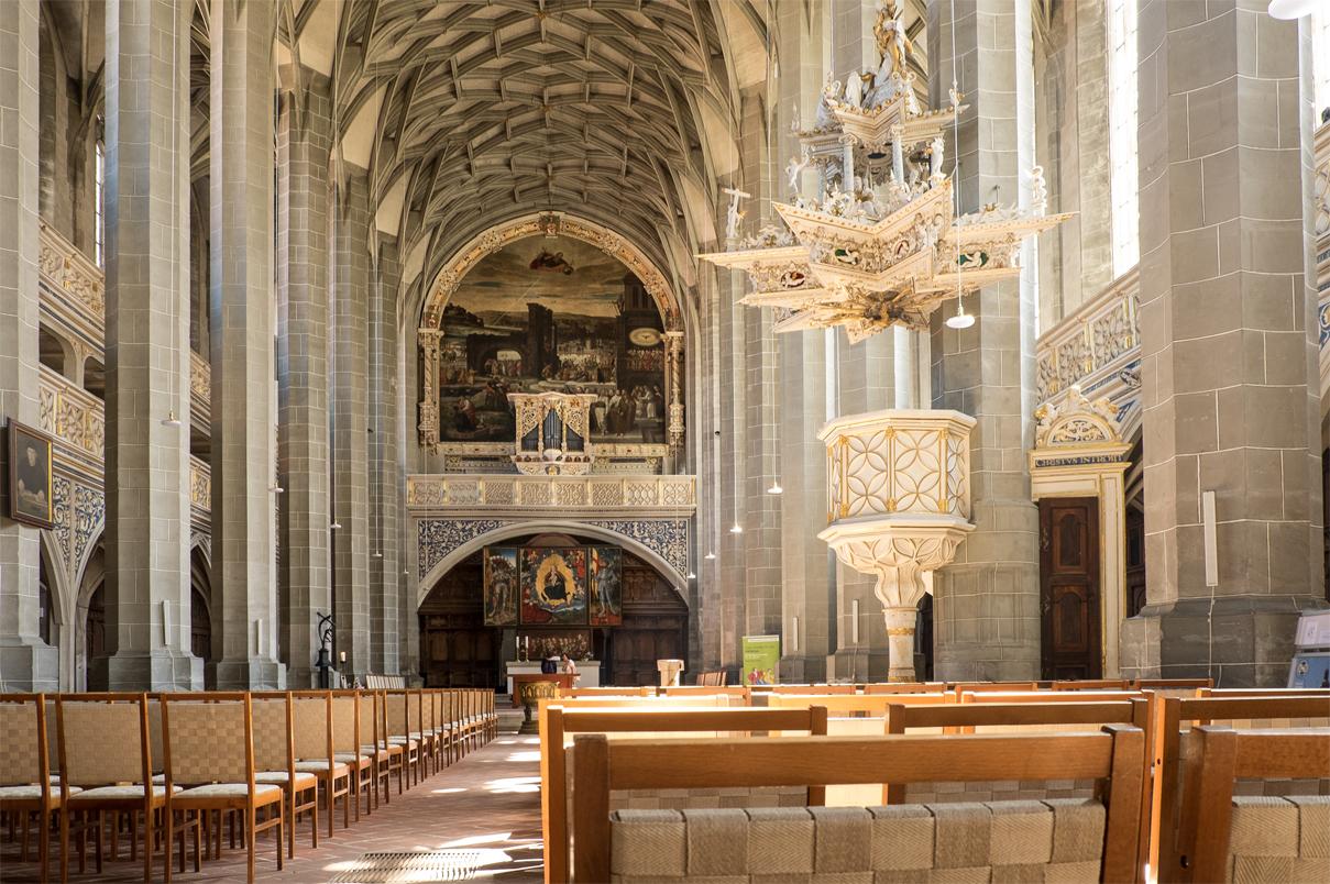 Marktkirche Halle innen mit Blick auf den Altar